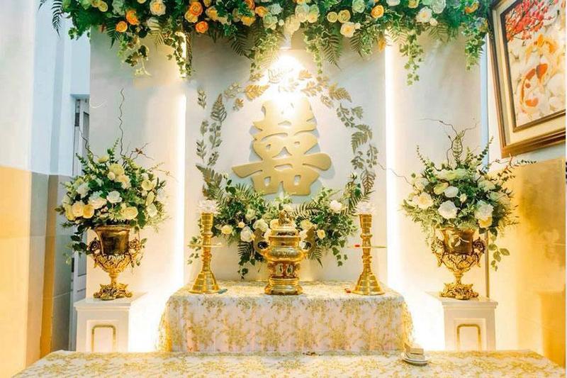 Gợi ý trang trí bàn thờ gia tiên đúng chuẩn cho tiệc đám hỏi