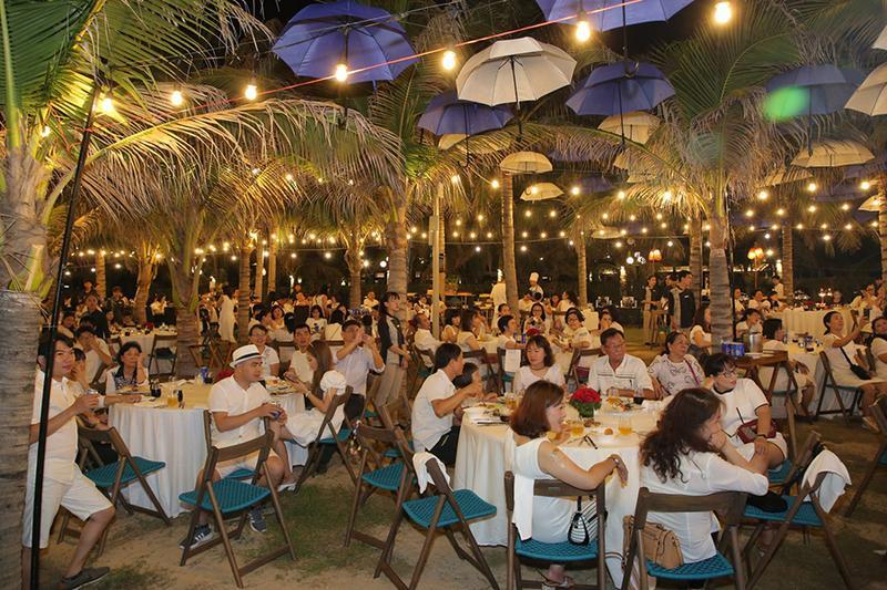 Đặt tiệc tân niên quận 4 - Tại sao doanh nghiệp nên tổ chức tiệc tân niên ngoài trời?